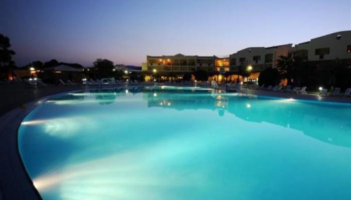 Nova Siri Village piscina di notte
