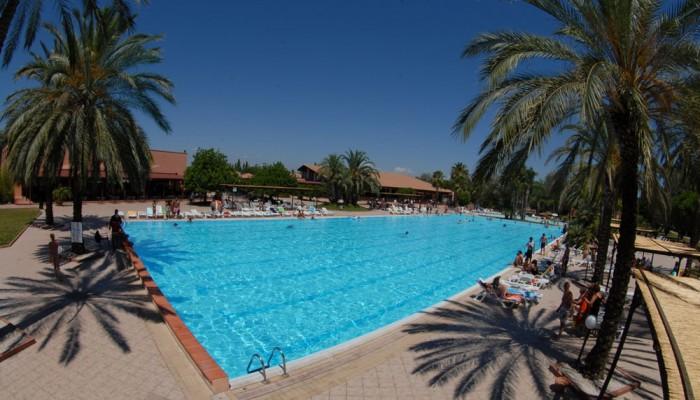 Villaggio Torre del Faro piscina