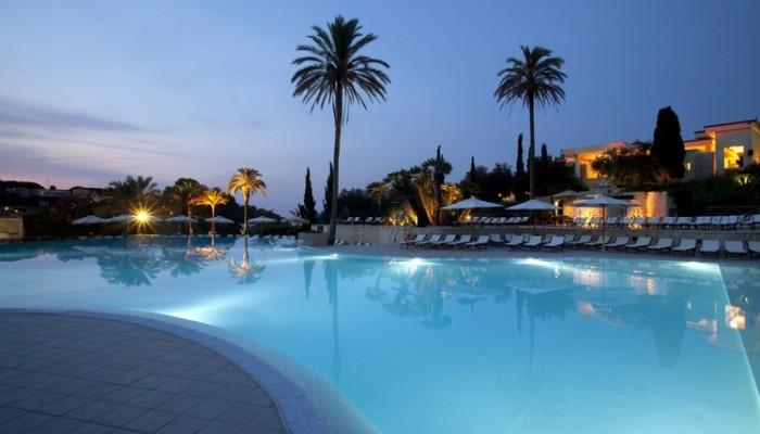 Futura style Cale d'Otranto piscina