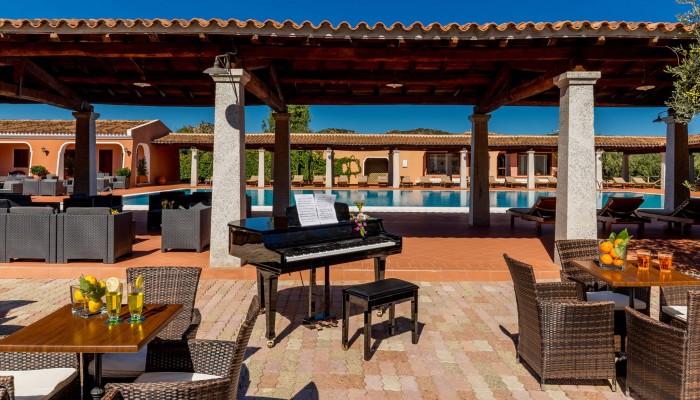 I Giardini di Cala Ginepro veranda piscina