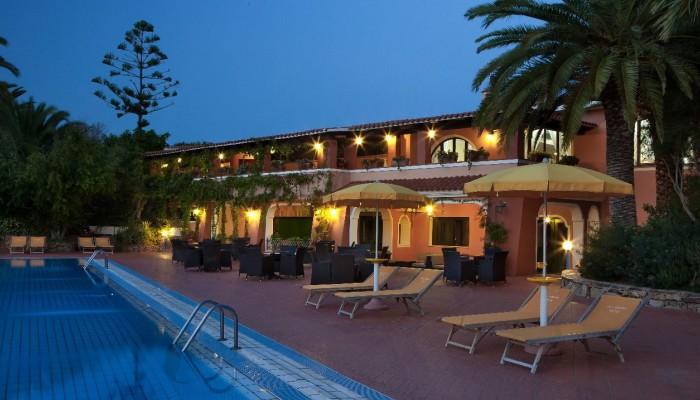 Cala Ginepro Hotel Resort piscina