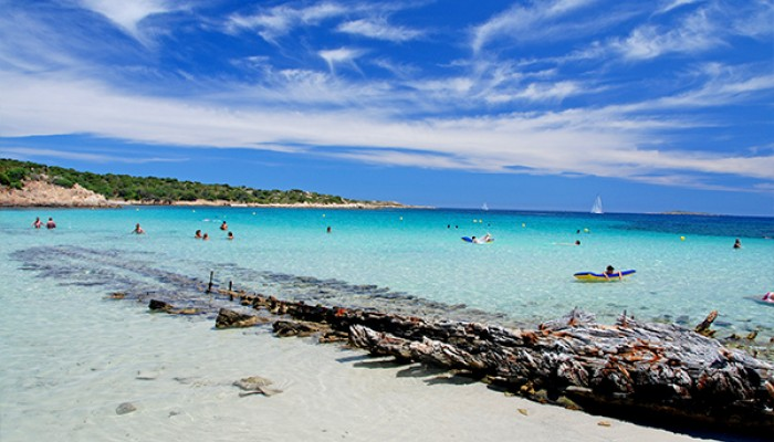 Club Esse Posada Beach Resort spiaggia relitto caprera