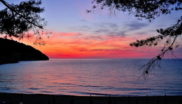 Pugnochiuso resort spiaggia di sera