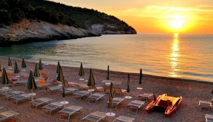 Pugnochiuso resort spiaggia al tramonto
