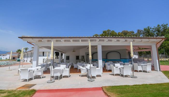Torre Navarrese Resort bar