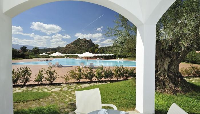 Torre Navarrese Resort vista piscina